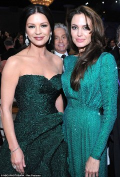Michael Douglas Photobomb Catherine Zeta Jones and Angelina Jolie